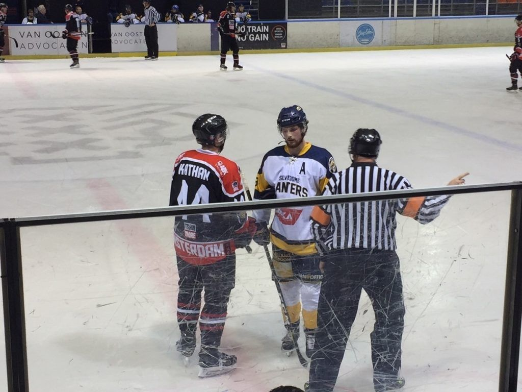 Tigers Panters Face-Off
