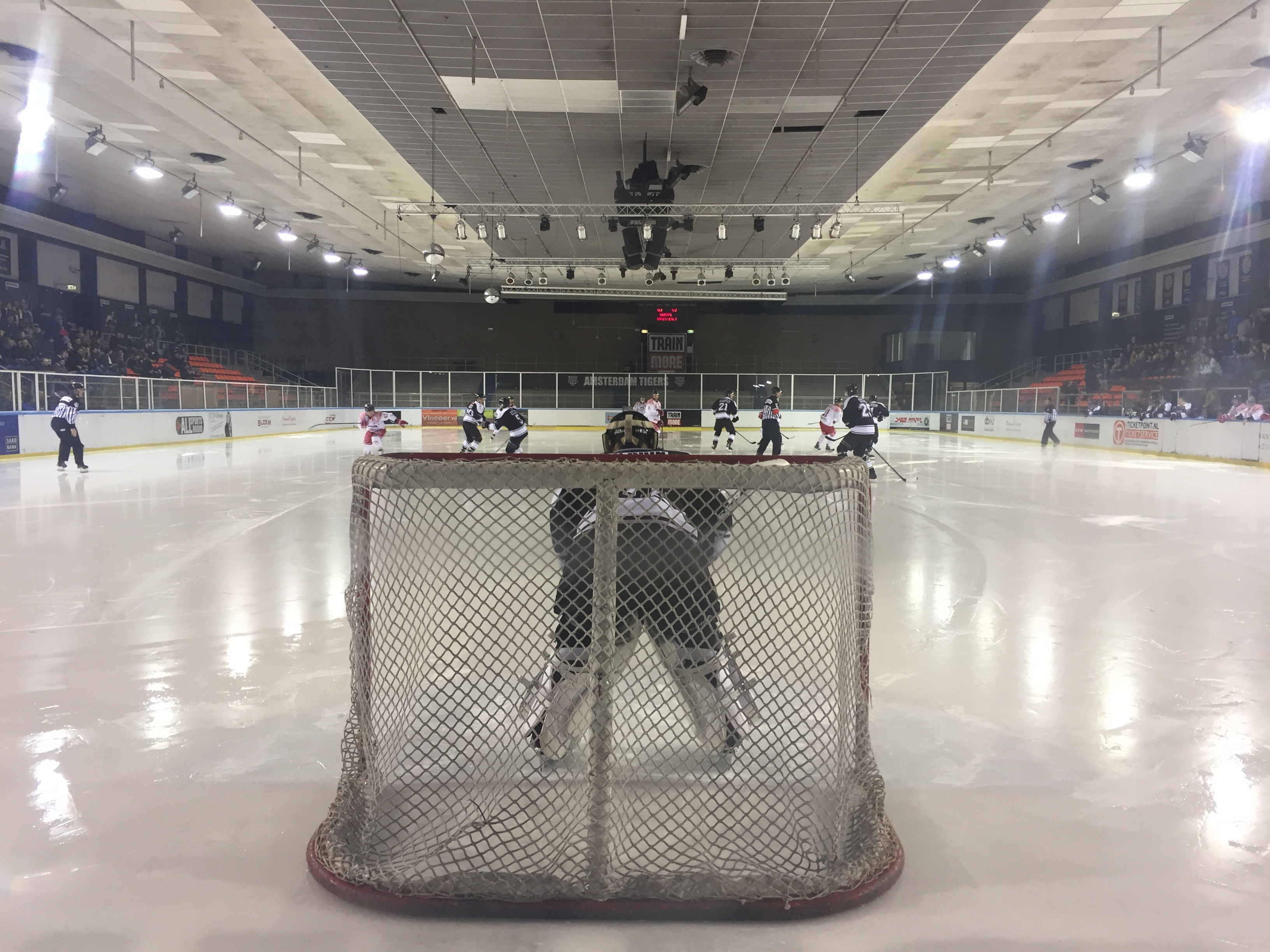 Amsterdam Tigers HYC Herentals ijshockey face-off