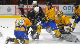 Tilburg Trappers Hannover Indians ijshockey Face-Off