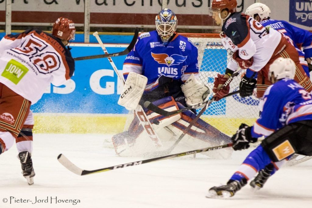 Luik Bulldogs UNIS Flyers Heerenveen BeNe League IJshockey Face-Off