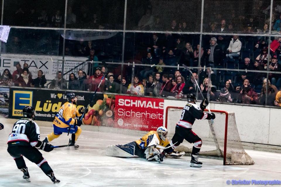 Tilburg Trappers Hannover Scorpions Face-Off IJshockey