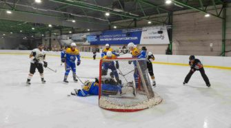 Turnhout Tigers Mechelen Golden Sharks IJshockey Face-OFf