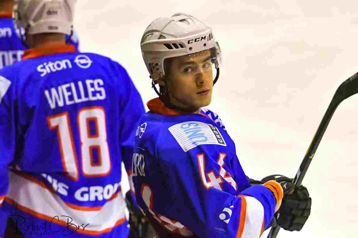 Tobie Collard UNIS Flyers Heerenveen Tobie Collard vertrekt per direct naar de Verenigde Staten. Het 19-jarige talent van UNIS Flyers Heerenveen heeft een aanbod geaccepteerd van deNewHampshire Jr.Monarchs,