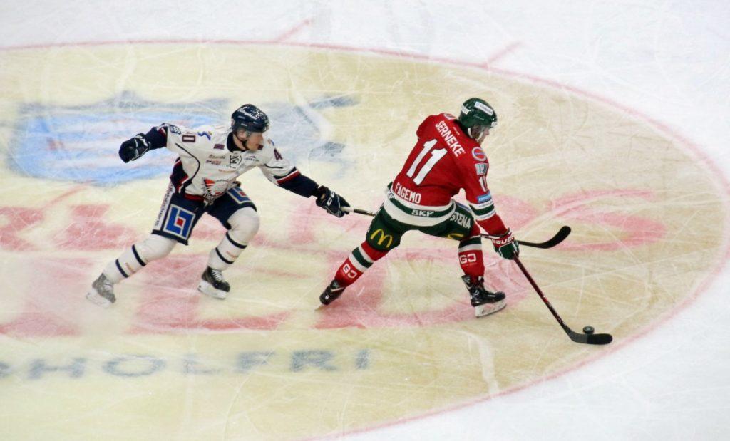 Samuel Fagemo (Frölunda Indians) in actie tegen Linköping HC
